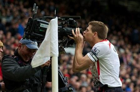 Gerrard kisses the camera after scoring a PK at Old Trafford (courtesy of the Daily Mail)